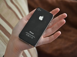 apple-iphone-381219_640